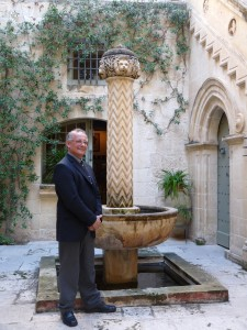 Joseph Debono fil-bitħa ta' Palazzo Falson