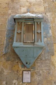 Valletta - Niċċa tal-injam fi stat ħażin