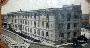 St Aloysius College Birkirkara - 1912 (innota r-rails quddiem il-kulleġġ)