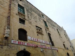 Faċċata ta' Delia kien hemm waħda mill-bokok sekondarji għal Mandraġġ