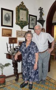 John u Frida Grech ma' wħud mill-kwadri bl-interzjar