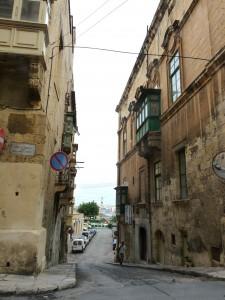 Kif jispiċċa dal-bini min-naħa t'isfel, kien jibda l-Mandraġġ