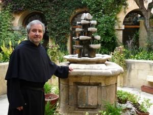 Fr Peter Paul Cachia fil-kjostru