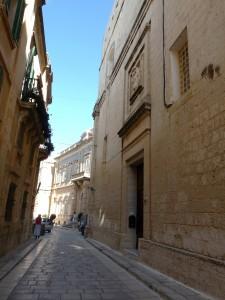 It-triq għall-monasteru