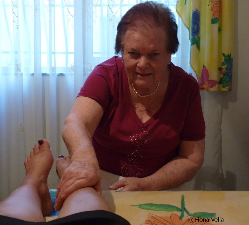 Rita Attard qed taghmel il-massaggi - 1.JPG
