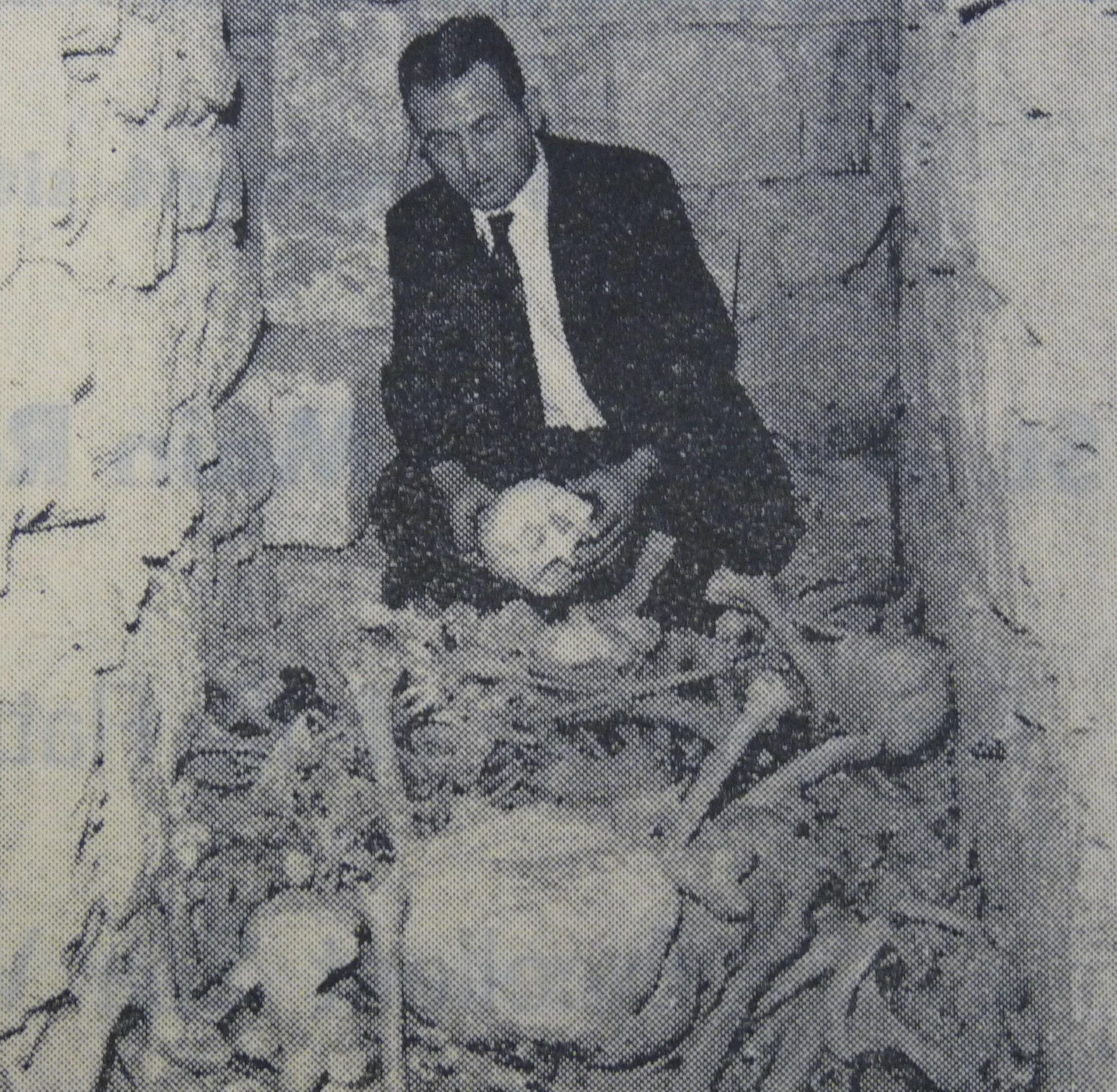 Figura 8. John M Debono biswit l-ghadam li nstab fil-passaggi (Ritratt - Times of Malta).JPG