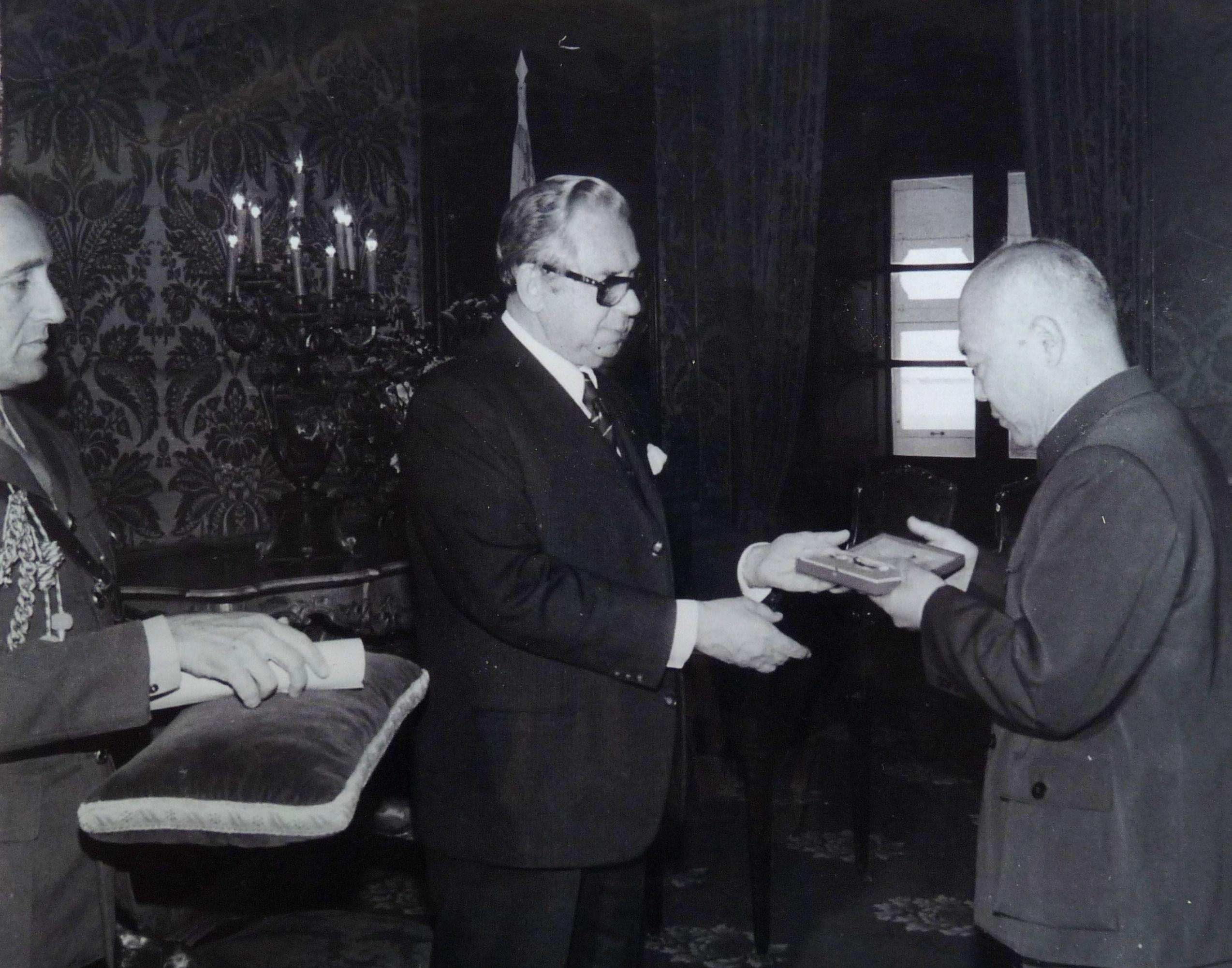 Il-President Anton Buttigieg qed jghaddi l-Midalja lill-Ambaxxatur tac-Cina f'Malta.JPG