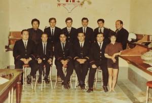 Saviour Busuttil mal-kollegi (it-tieni mil-lemin ringiela ta' quddiem)