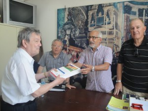 The outgoing Director U3A, Prof. Troisi presenting a donation of books to the U3E.