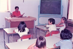 Franca Fadda Silvetti in the classroom of Asinara (Photo courtesy Gian Piero Silvetti)